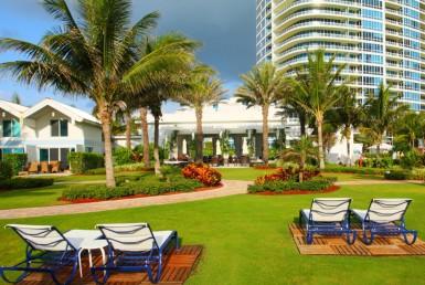 Continuum North Tower Beach Condos Garden Area