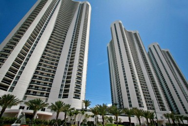 Trump Towers Sunny Isles Beach Condos Exterior View