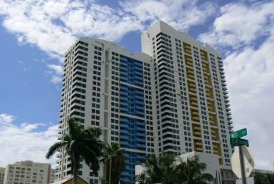 Waverly Beach Condos Building Exterior View